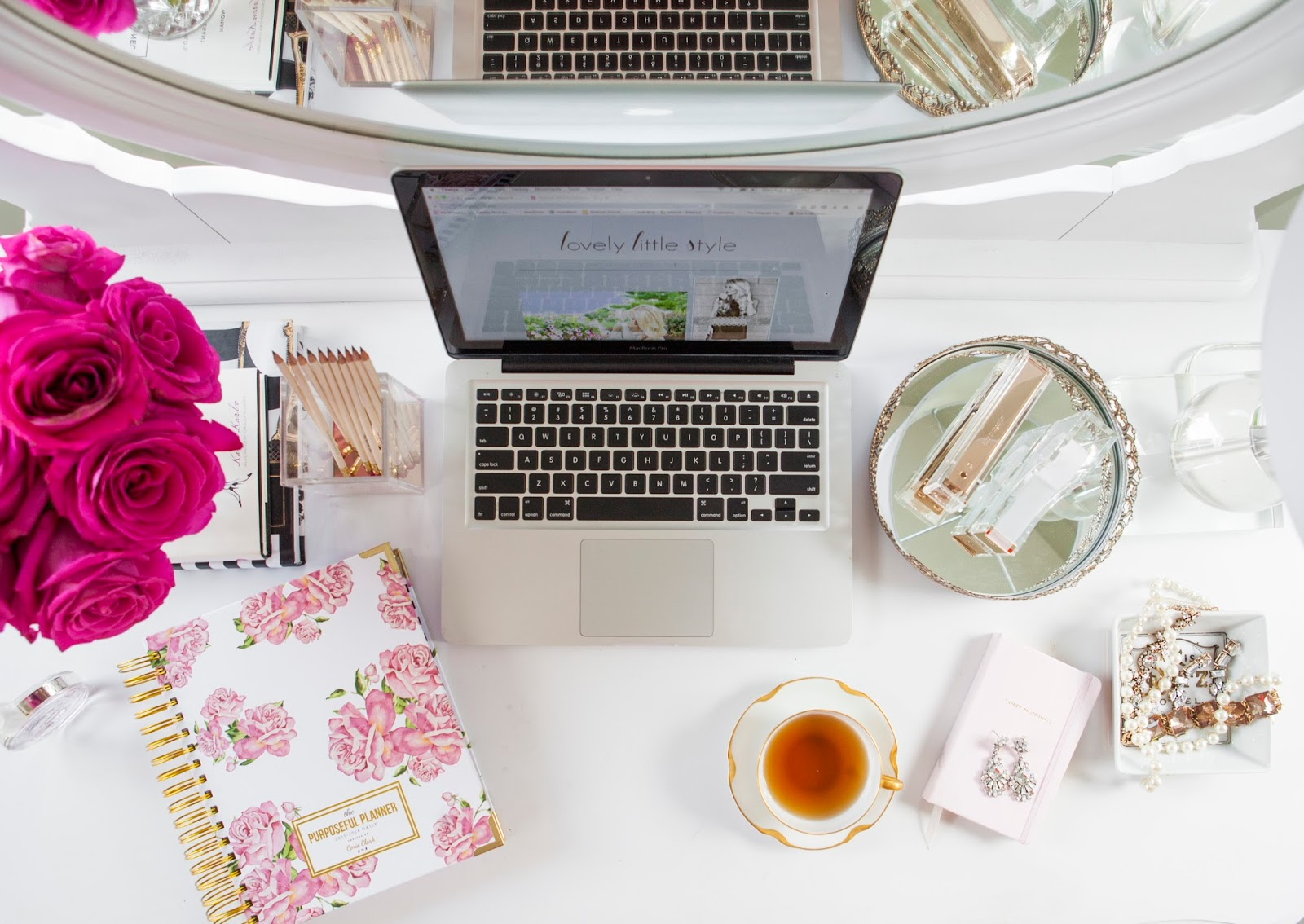 What\'s On My Desk - Welcome to Olivia Rink
