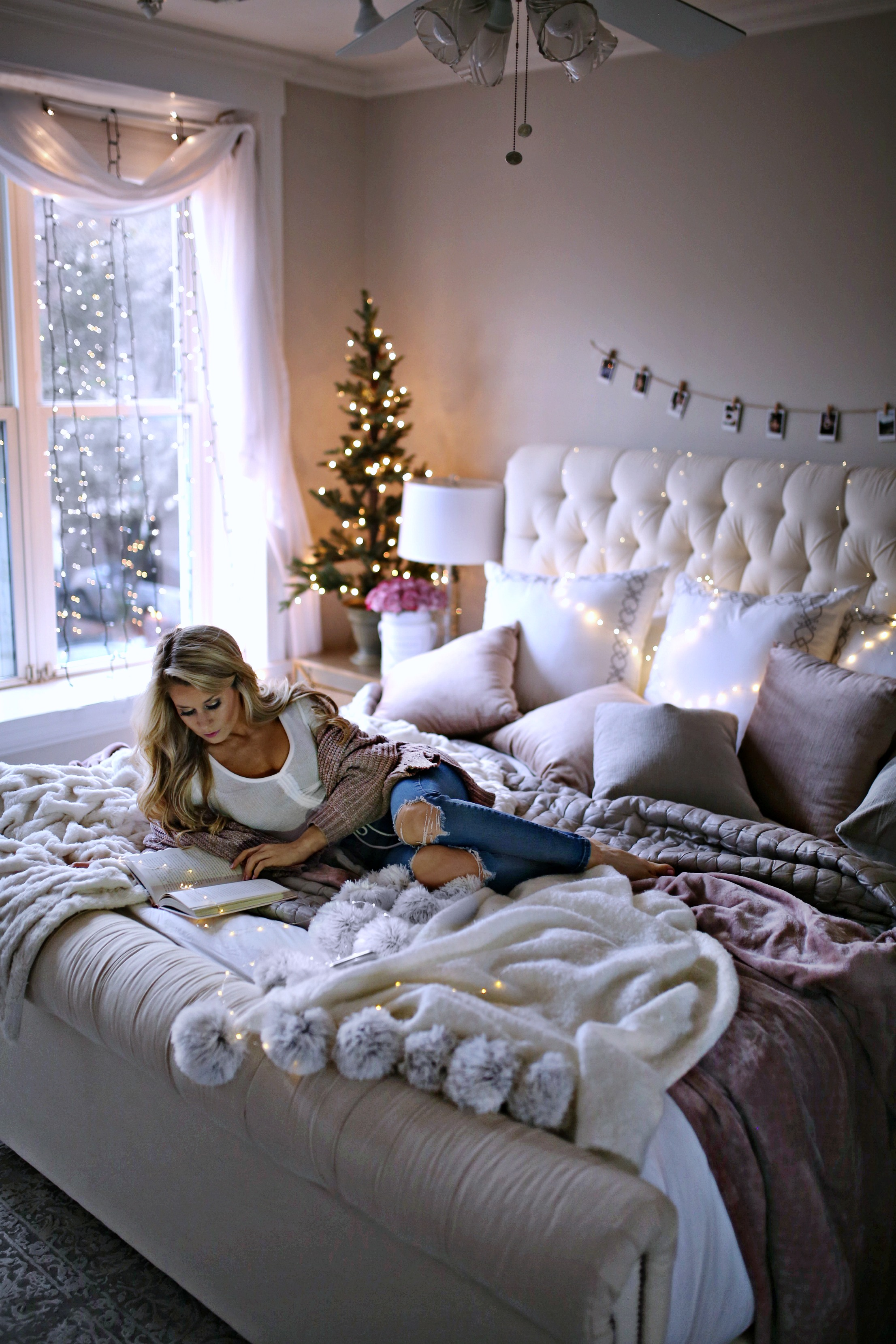 7 Holiday Decor Ideas for Your Bedroom - Welcome to Olivia ... on Room Decor Ideas id=30475