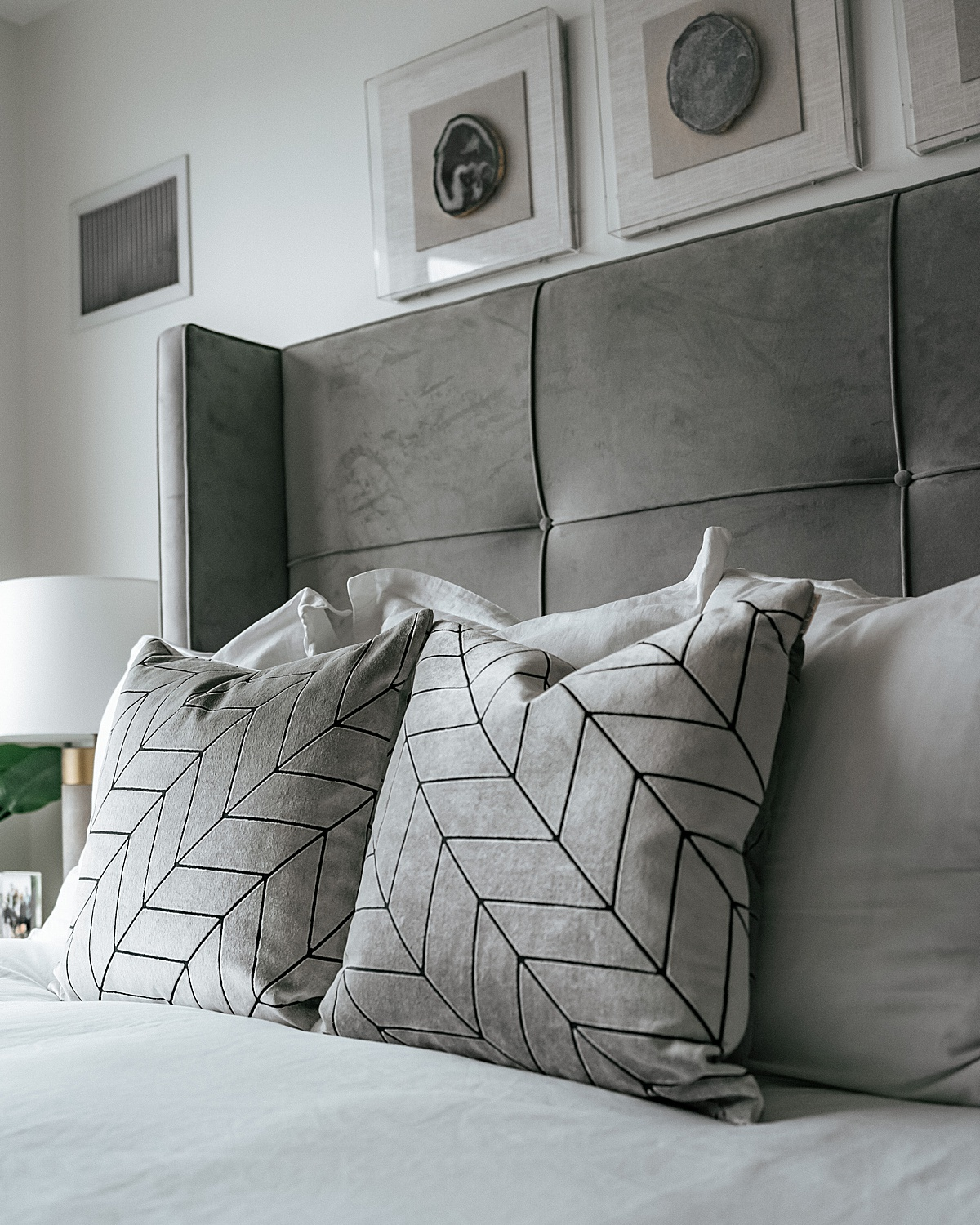 Brooklinen, nyc apartment, best sheets, olivia rink bedroom, olivia rink apartment, olivia rink bedroom, brooklinen sheets, affordable sheets, new york life, new york apartment, nyc living, west elm, kathy kuo home, home decor, bedroom decor, decorative pillows