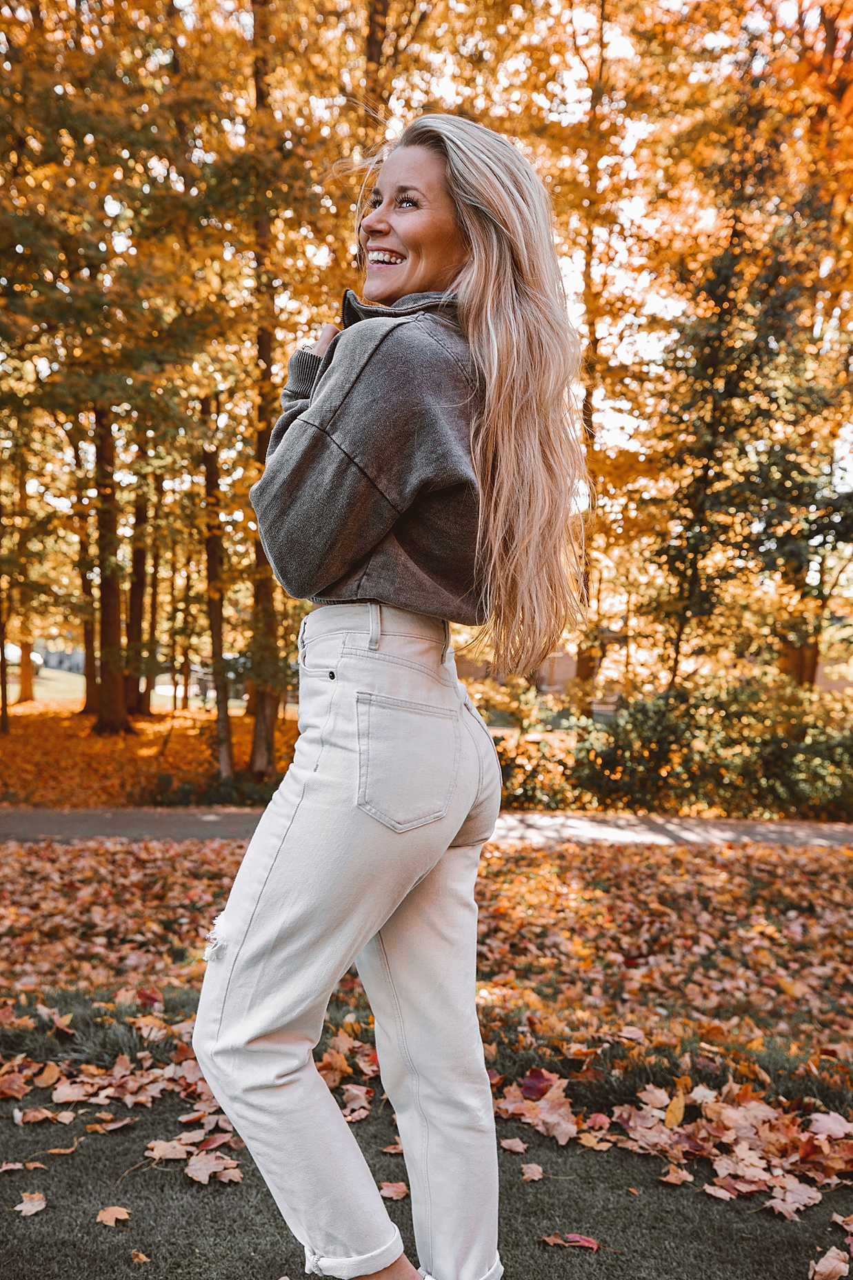 olivia rink, fall outfit, fall fashion, fall outfit ideas, casual fall outfit, cozy fall outfit, topshop outfit, topshop, olivia rink outfit, petite fashion, petite outfit, petite, cropped sweater, mom jeans, fall in kentucky